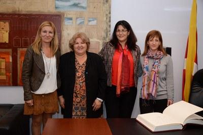 La alcaldesa y la concejala de Servicios a las Personas, con Aleida Guevara y Mabel Arteaga (foto: Localpres)