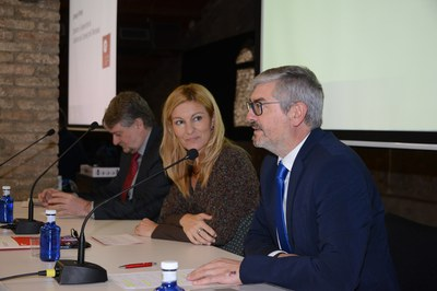 Apertura de la jornada, con la alcaldesa y representantes de la Cámara de Comercio y del Fòrum Empresarial Cecot Rubí (foto: Localpres).