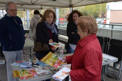 La ciudadanía se acercó a las paradas informativas (foto: Localpres).