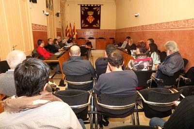 La Mesa de seguimiento de los vertederos se ha reunido este miércoles por la noche en la Sala de Plenos (foto: Ayuntamiento – Lali Álvarez).