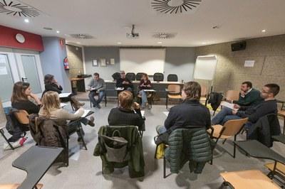 La Mesa por el Derecho a la Vivienda se ha reunido en el edificio Rubí Forma (foto: Ayuntamiento de Rubí - Localpres).