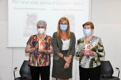 La alcaldesa con la dos rubinenses premiadas (foto: Ayuntamiento de Rubí - Localpres).