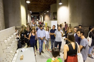 Los representantes institucionales han podido hacer un recorrido por la exposición (foto: Localpres).