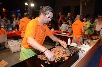 Más de un centenar de establecimientos ofrecieron promociones, descuentos y actividades lúdicas hasta la medianoche (foto: Localpres).