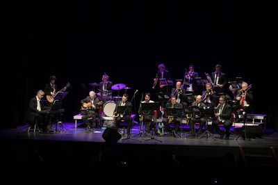 """La """"big band"""", durante el concierto de este domingo (foto: Ayuntamiento de Rubí - Localpres)."""