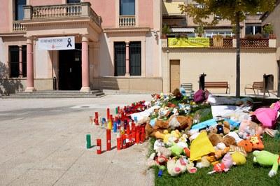 los rubinenses han improvisado este homenaje  a las víctimas.