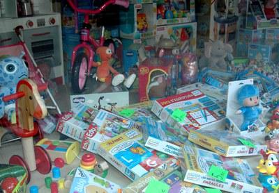 Se recomienda leer las etiquetas, las reglas y las instrucciones de los juguetes.