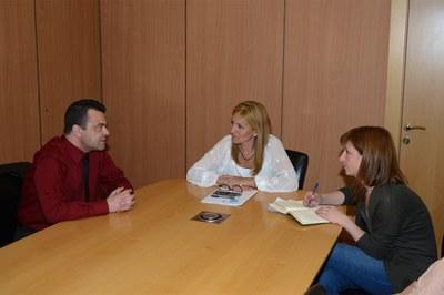 La alcaldesa y la concejala de Servicios a las Personas se han reunido con el director de la agencia ONCE en Terrassa.