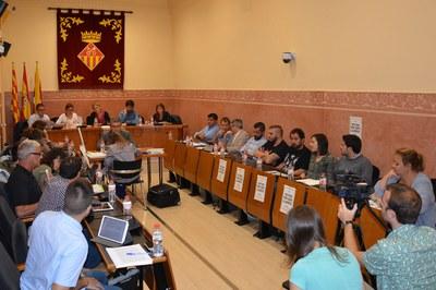 El Pleno extraordinario ha tenido lugar este lunes en la sala Enric Vergés.