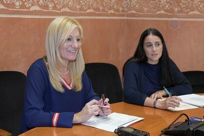 La alcaldesa y la concejala de Hacienda y Servicios Económicos (foto: Ayuntamiento de Rubí - Localpres).