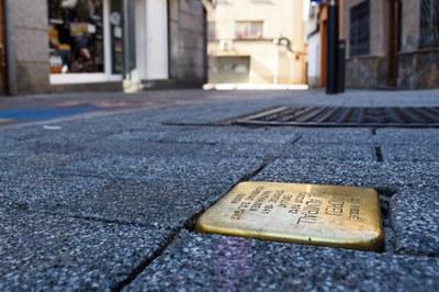 """""""Stolpersteine"""" dedicada a Andreu Vidal Almirall (foto: Ayuntamiento de Rubí – Localpres)."""
