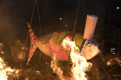 En Rubí, la sardina no se entierra, sino que se quema (foto: Ayuntamiento – Lali Puig).