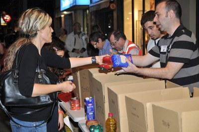 Recogida de alimentos durante Sant Galderic 2013 (foto: Localpres).
