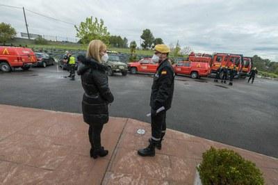 La 'alcaldesa con la UME a la residencia Conxita Valls (foto: Ayuntamiento de Rubí – Localpres).