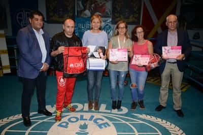 Durante la velada se ha presentado el nuevo calendario solidario de Oncolliga (foto: Localpres).