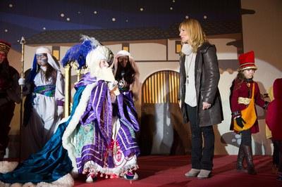 La alcaldesa, con el rey Melchor (foto: Localpres)