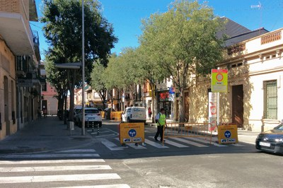 Durante los meses de julio y septiembre, unos informadores atenderán a aquellos conductores que tengan dudas sobre la ampliación de la zona peatonal.