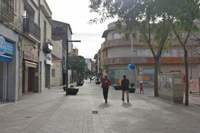 Uno de los espacios que se habilitará como plaza interior dentro de la zona peatonal será el tramo de Maximí Fornés entre pl. Catalunya y Montserrat (foto: Ayuntamiento de Rubí).