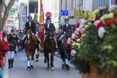 El desfile, a su paso por la calle Cervantes (foto: Ayuntamiento de Rubí - Localpres).