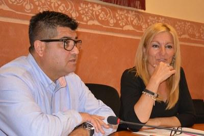 El regidor de deporte y la alcaldesa han presentado la nueva convocatoria a la prensa.
