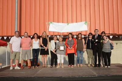 La alcaldesa, acompañada del resto de autoridades y equipo docente de la Escuela Rivo Rubeo (foto: Localpres)