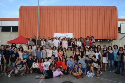 Foto de familia en el marco del acto del 10º aniversario de la Escuela Rivo Rubeo (foto: Localpres)