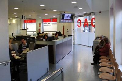 Las listas se pueden consultar en la Oficina de Atención a la Ciudadanía entre el 9 y el 16 de mayo (foto: Lídia Larrosa).