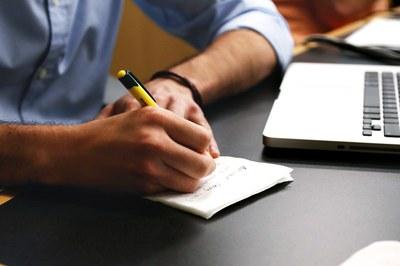 El emprendimiento centra la charla-debate que tendrá lugar en la biblioteca.