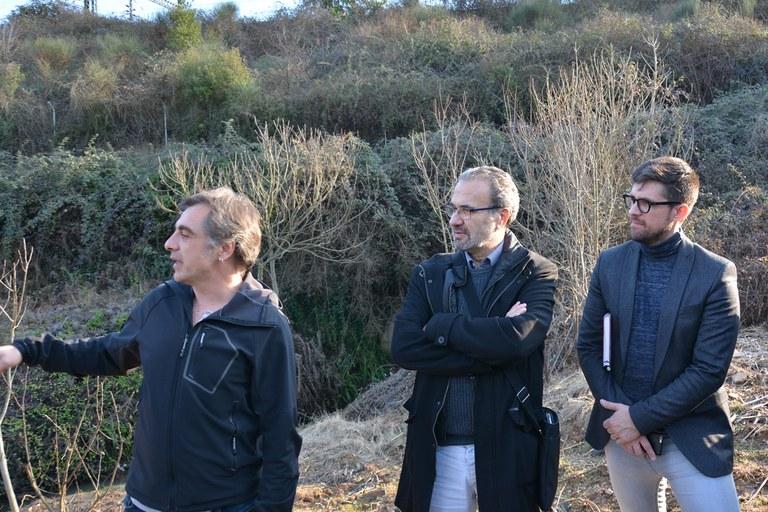 El concejal de medio ambiente, en un momento de la visita