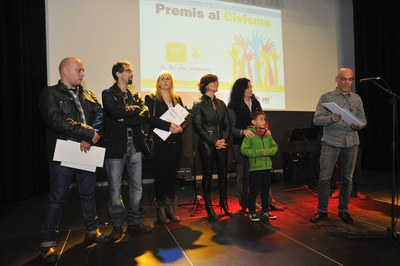 Javier Ruiz, de Caçadors de trastets, agradeciendo el premio (foto: Localpres)