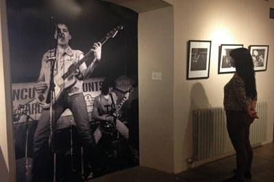 """""""Rubí de Rock"""" muestra imágenes de Juan Díez protagonizadas por los grupos rubinencs de los años 80 (foto: Ayuntamiento de Rubí)."""