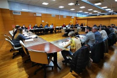 La reunión ha contado con responsables políticos y técnicos de vivienda de los diferentes municipios de la comarca (foto: Consell Comarcal del Vallès Occidental).