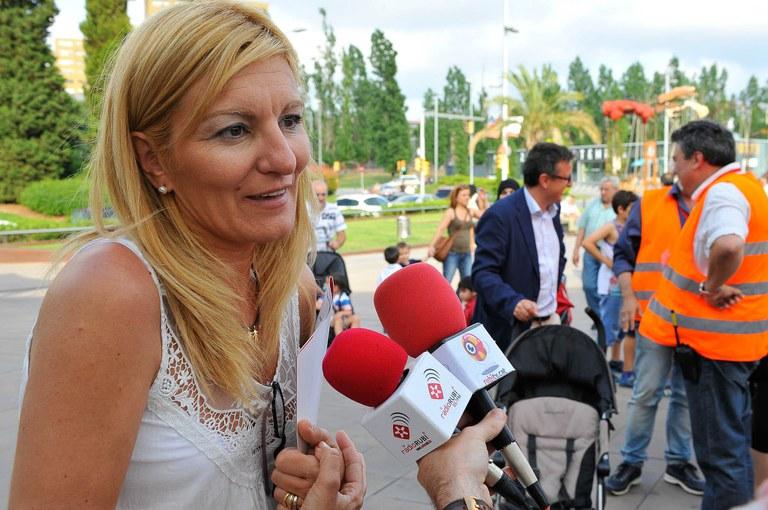 Ana María Martínez, horas después de haber sido proclamada nueva alcaldesa de Rubí, ha querido acompañar a los niños y niñas de la ciudad en la Fira del Joc i de l'Esport al Carrer (foto: Localpres)