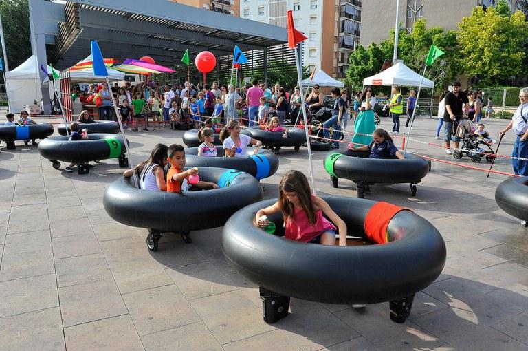 Los participantes a la feria han podido disfrutar del Ecoxoc, un espacio de autos de choque creados con materiales reciclados (foto: Localpres)