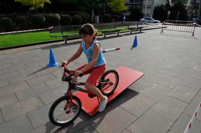 Durante la feria, los participantes han podido jugar a fútbol 3x3 e ir en bici, entre otros (foto: Localpres)