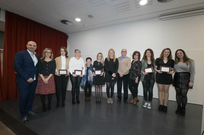 La alcaldesa y las regidoras con las mujeres premiadas este año (foto: Ayuntamiento de Rubí - Localpres).
