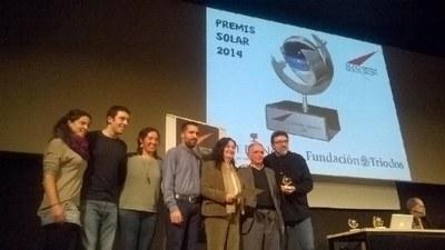 La alcaldesa y el equipo de Rubí Brilla recogiendo el premio