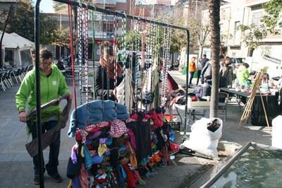 Durante la Semana Europea de la Prevención de Residuos, celebrada en noviembre, Humana cedió ropa usada para crear un tapiz colaborativo.