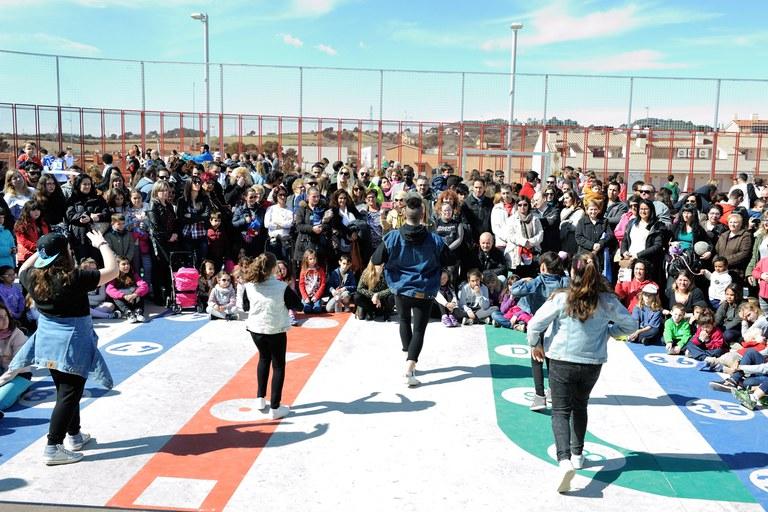Alumnos del Instituto La Serreta han ofrecido una actuación de hip hop (foto: Localpres)