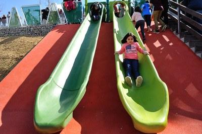 Durante la fiesta se ha organizado actividades en la recta de atletismo del parque (foto: Localpres)