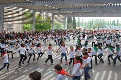 El baile se ha hecho en la Rambla del Ferrocarril (foto: Localpres).
