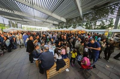 La rambla del Ferrocarril se ha consolidado como el espacio perfecto de la Feria de la Cerveza Artesana y el Queso (foto: Localpres).
