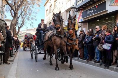 Los carros, protagonistas de la rúa de los Tres Tombs (foto: Localpres).