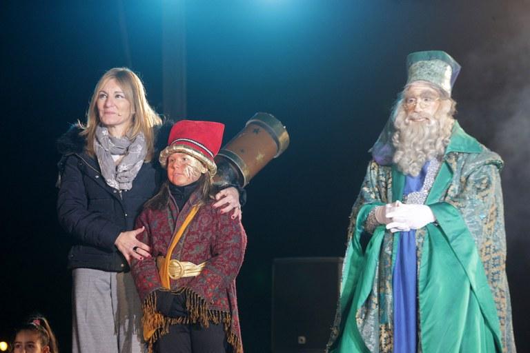 La alcaldesa, con el Mago Rubisenc y Melquíades (foto: Localpres)
