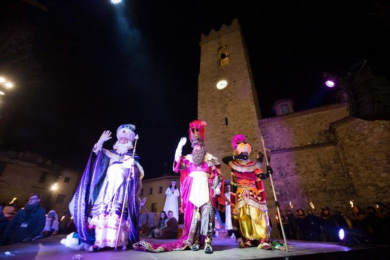 Los Reyes se despiden después de la adoración al niño Jesús (foto: Localpres)