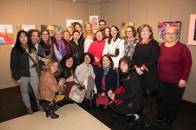 La alcaldesa y los concejales, con una nutrida representación de Mujeres Creativas del Vallès (foto: Localpres).