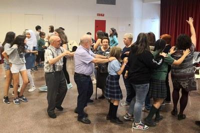 Niños y personas mayores han participado en diversas dinámicas (foto: Ayuntamiento de Rubí).