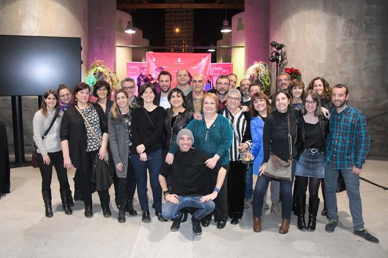 La cita ha reunido a varios profesionales y colaboradores que han formado parte de Ràdio Rubí a lo largo de estos años (foto: Ayuntamiento de Rubí - Localpres)