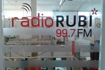 Las personas que quieran colaborar con esta campaña pueden llevar los alimentos a las instalaciones de Ràdio Rubí, en el Escardívol.