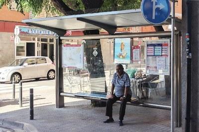 Sant Joan es la nueva parada de referencia para la gente que coge el bus en el Centro.